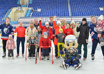 «Neftekhimik» invited children to skate